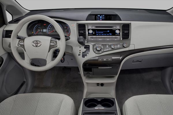 Интерьер салона Toyota Sienna