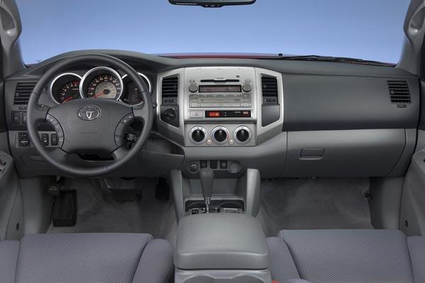 Интерьер салона Toyota Tacoma