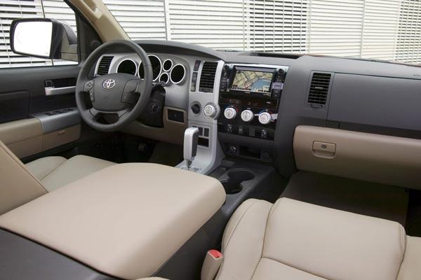 Интерьер салона Toyota Tundra Crew Max