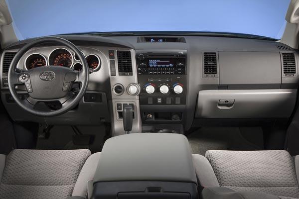 Интерьер салона Toyota Tundra