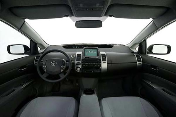 Интерьер салона Toyota Prius