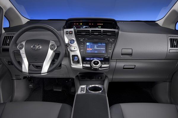 Интерьер салона Toyota Prius V