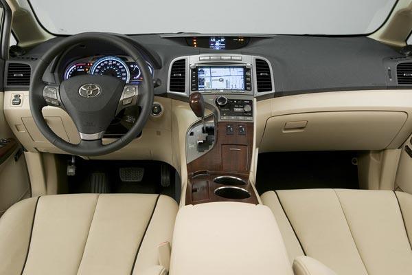 Интерьер салона Toyota Venza