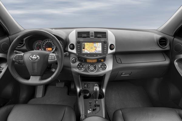 Интерьер салона Toyota RAV4