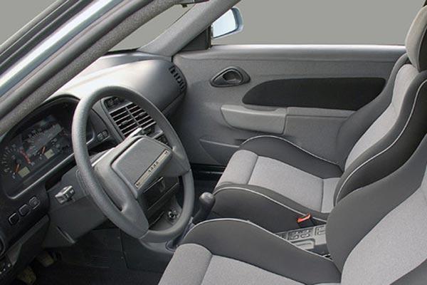 Интерьер салона Lada 112 Coupe