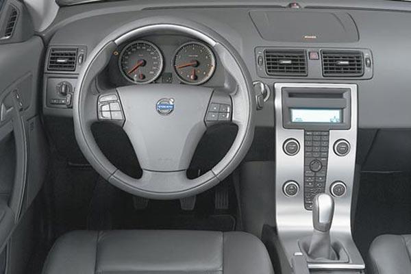 Интерьер салона Volvo C70