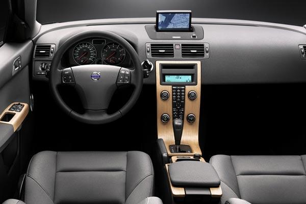 Интерьер салона Volvo S40