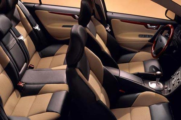 Интерьер салона Volvo S60