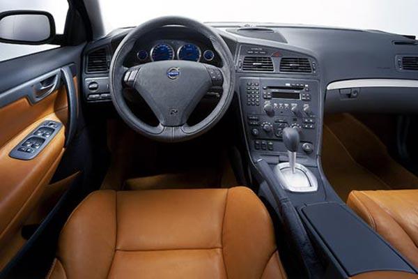 Интерьер салона Volvo S60 R