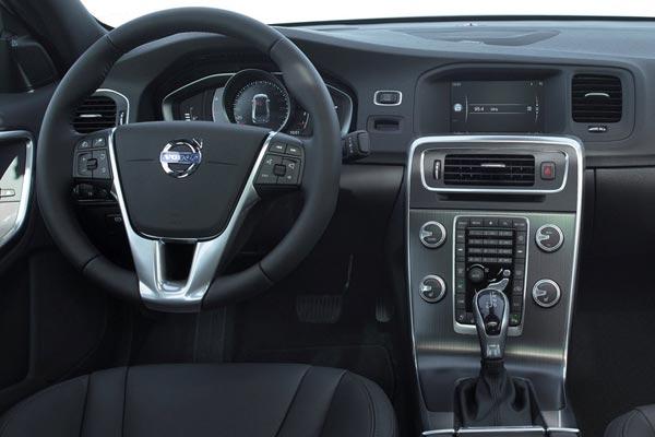 Интерьер салона Volvo S60 Cross Country