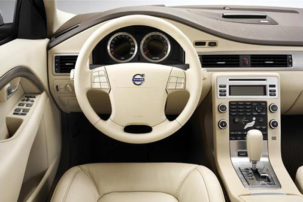 Интерьер салона Volvo S80