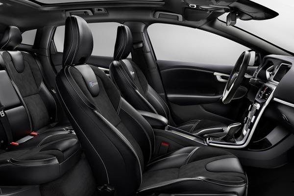Интерьер салона Volvo V40 R-Design