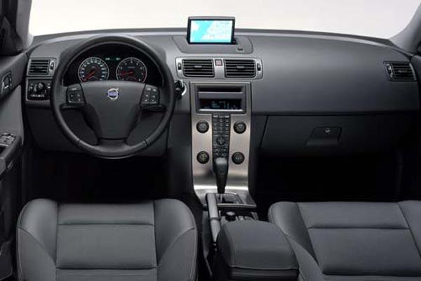 Интерьер салона Volvo V50