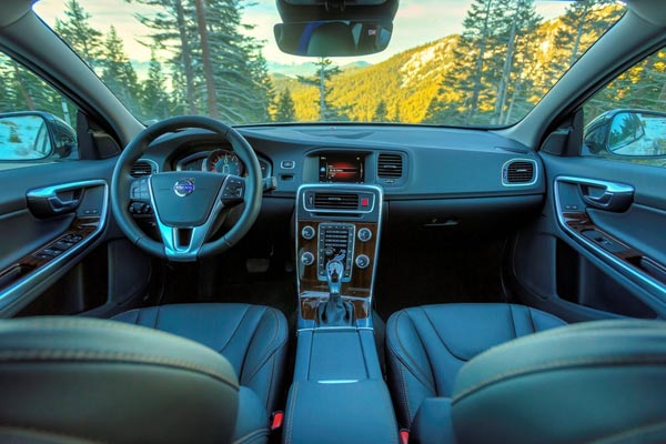 Интерьер салона Volvo V60 Cross Country