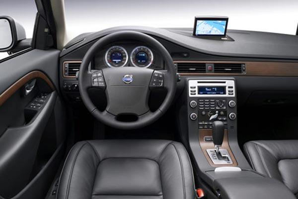 Интерьер салона Volvo V70