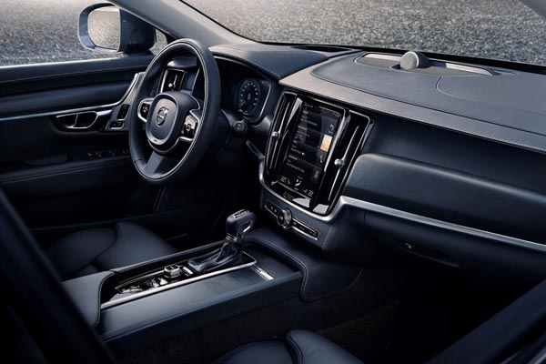 Интерьер салона Volvo V90 Cross Country