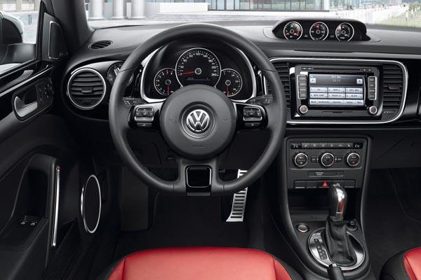 Интерьер салона Volkswagen Beetle