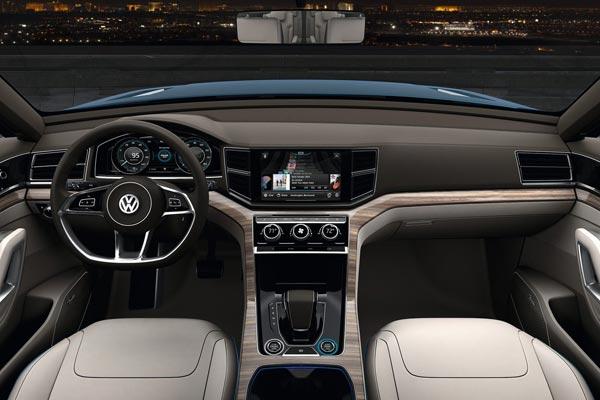 Интерьер салона Volkswagen CrossBlue Concept