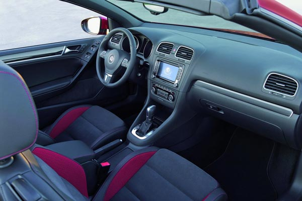 Интерьер салона Volkswagen Golf Cabrio