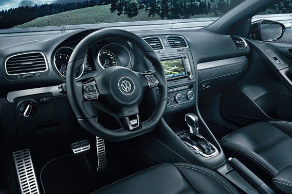 Интерьер салона Volkswagen Golf R Cabrio