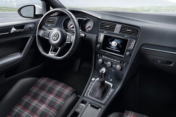 Интерьер салона Volkswagen Golf GTI 3-Door