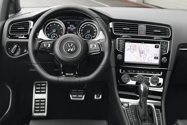 Интерьер салона Volkswagen Golf R