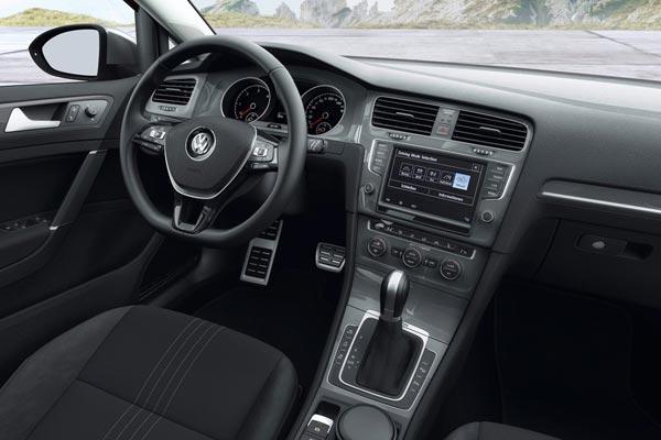 Интерьер салона Volkswagen Golf Alltrack