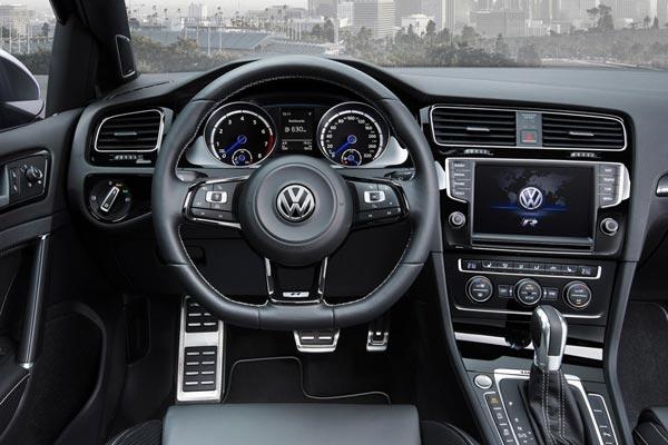 Интерьер салона Volkswagen Golf R Variant