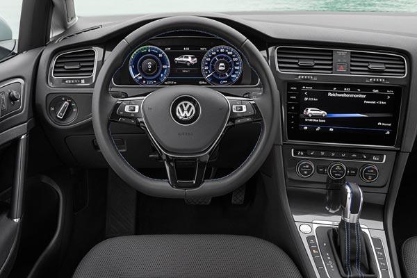 Интерьер салона Volkswagen e-Golf
