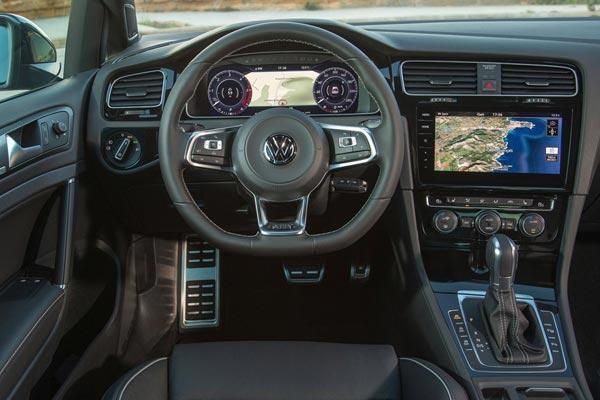 Интерьер салона Volkswagen Golf GTD