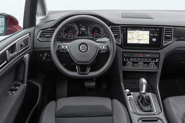 Интерьер салона Volkswagen Golf Sportsvan