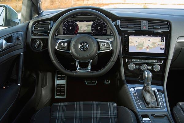 Интерьер салона Volkswagen Golf GTD Variant