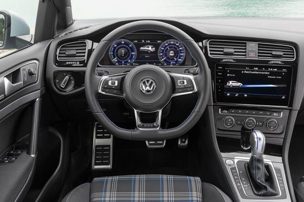 Интерьер салона Volkswagen Golf GTE