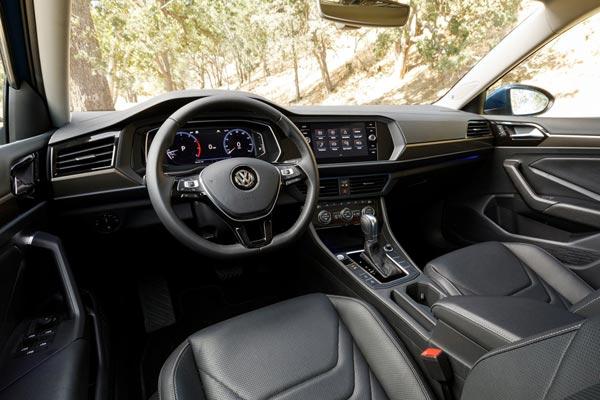 Интерьер салона Volkswagen Jetta 2018