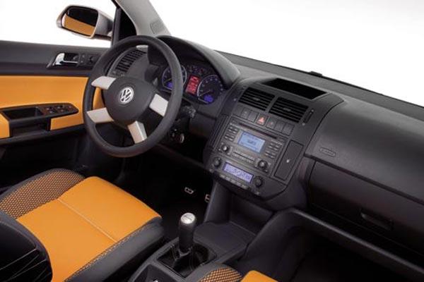 Интерьер салона Volkswagen CrossPolo