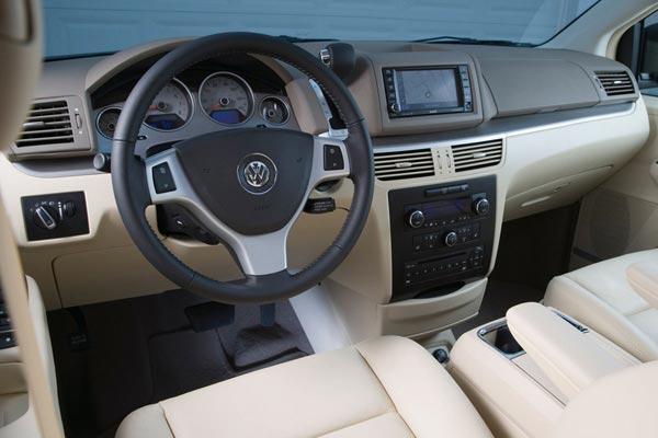Интерьер салона Volkswagen Routan