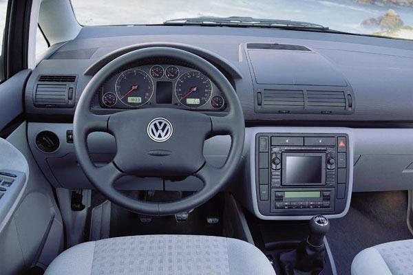 Интерьер салона Volkswagen Sharan
