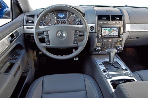 Интерьер салона Volkswagen Touareg R50