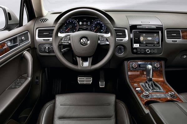 Интерьер салона Volkswagen Touareg
