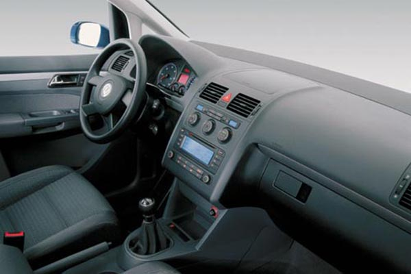 Интерьер салона Volkswagen Touran
