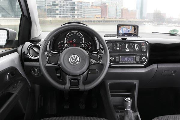 Интерьер салона Volkswagen Up 3-Door