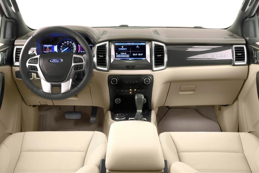 Фото салона Ford Everest. Интерьер Ford Everest