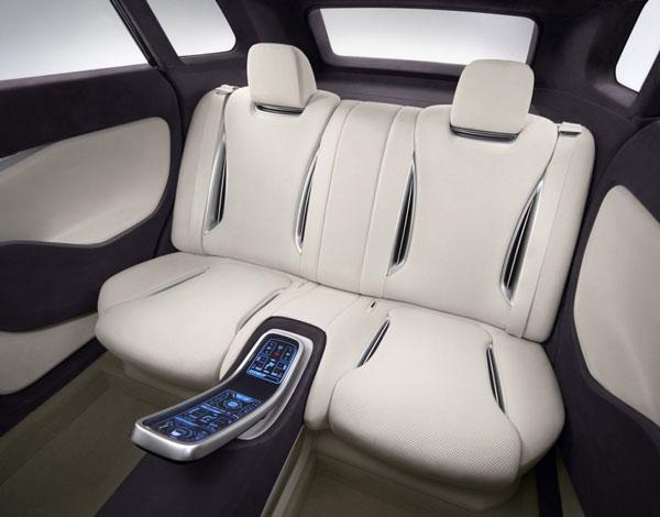 Во внутреннем пространстве прототипа все для блага водителя и пассажиров. Чисто cocochi.