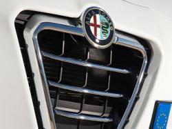 Топовые Alfa Romeo претендуют на моторы Ferrari