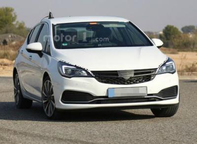 Opel Astra GSI. Фото WorldCarFans