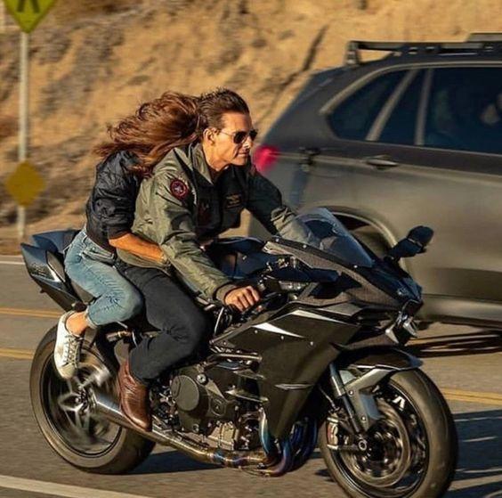 езда с пассажиром без коляски на мотоцикле