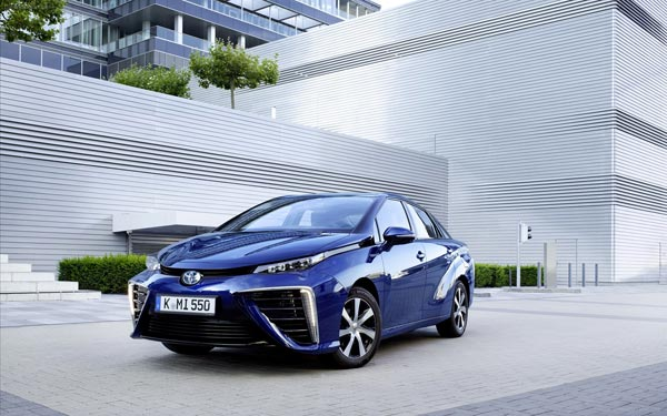Toyota Mirai - первый серийный элетромобиль на водороде