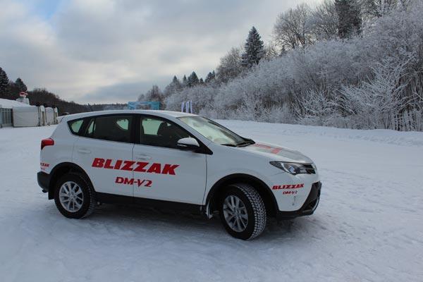 Программа тестов включала разгон и торможение на льду, прохождение поворотов и «змейки» на заснеженной дороге, а также экстренное торможение со скорости 80 км/ч.