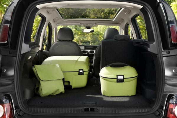 Многочисленные варианты загрузки багажного отделения
