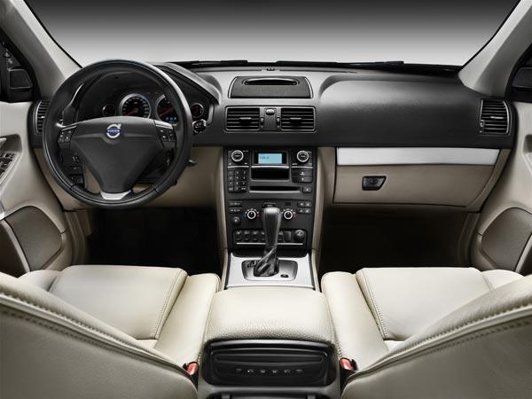 Интерьер Volvo XC90 2012 модельного года.